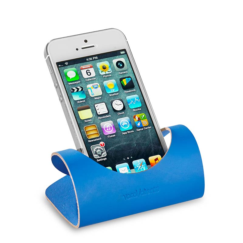 Curvilinear Phone Stand