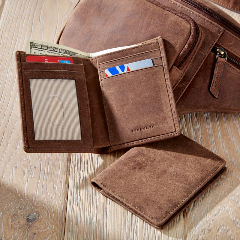 Expedition Vertical Bifold with ID Window